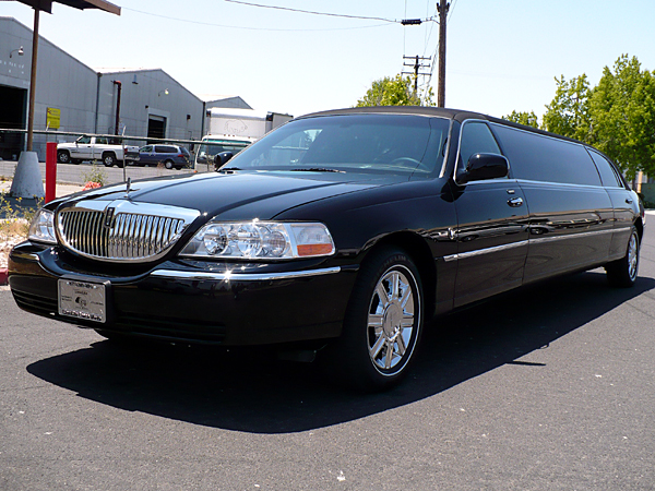 Photo of 10 Passenger Lincoln Town Car Stretched Limousine SandPearl Resort and Spa, Clearwater Beach, Florida