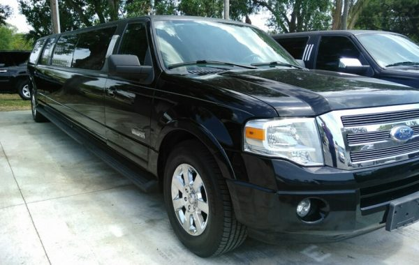 Photo of a Black 14 Passenger Ford Expedition Stretched Limousine, Crystal Ball Room, Clearwater, Florida.
