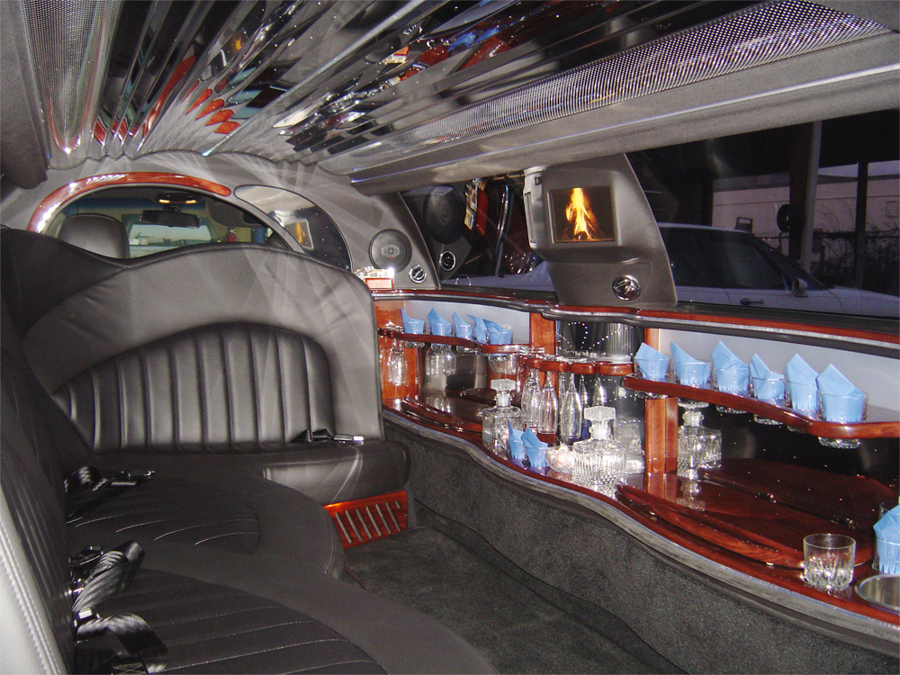 Interior photo of a 10 Passenger Lincoln Stretch Limousine, Graduation Countryside High School, Clearwater, Florida
