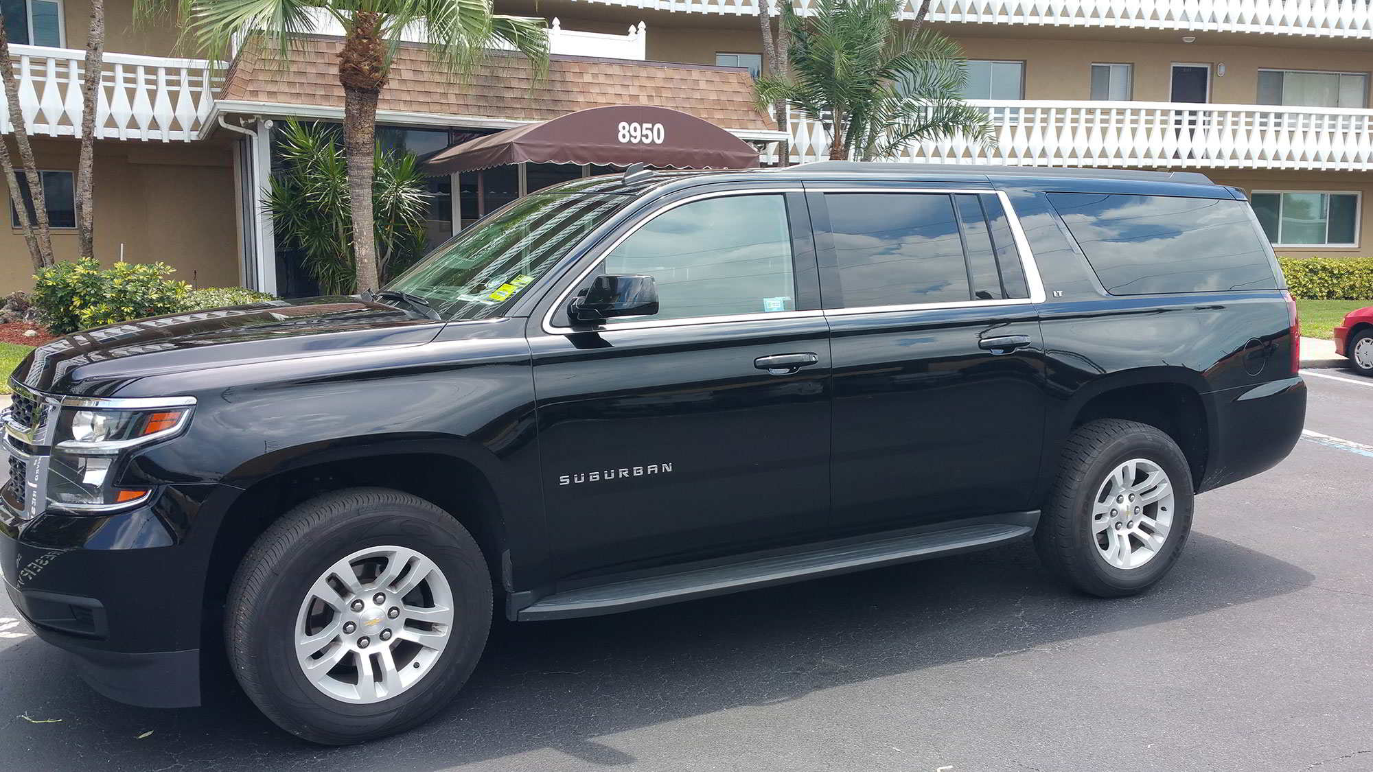 SUV 10 Passenger Limo Rental External Photo. Pick Up Drop Off Limo Service Clearwater, Florida